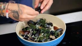 How-to-Clean-and-De-beard-Mussels