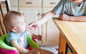 How-to-Feed-Your-Baby-Solid-Food