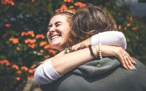 How-to-Hug-a-Girl